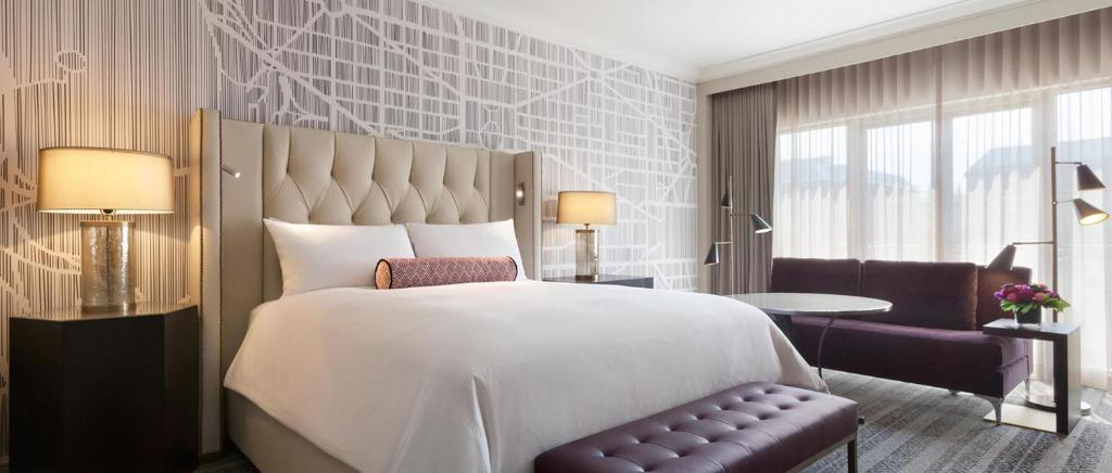 A bed or beds in a room at Fairmont Gold Washington DC