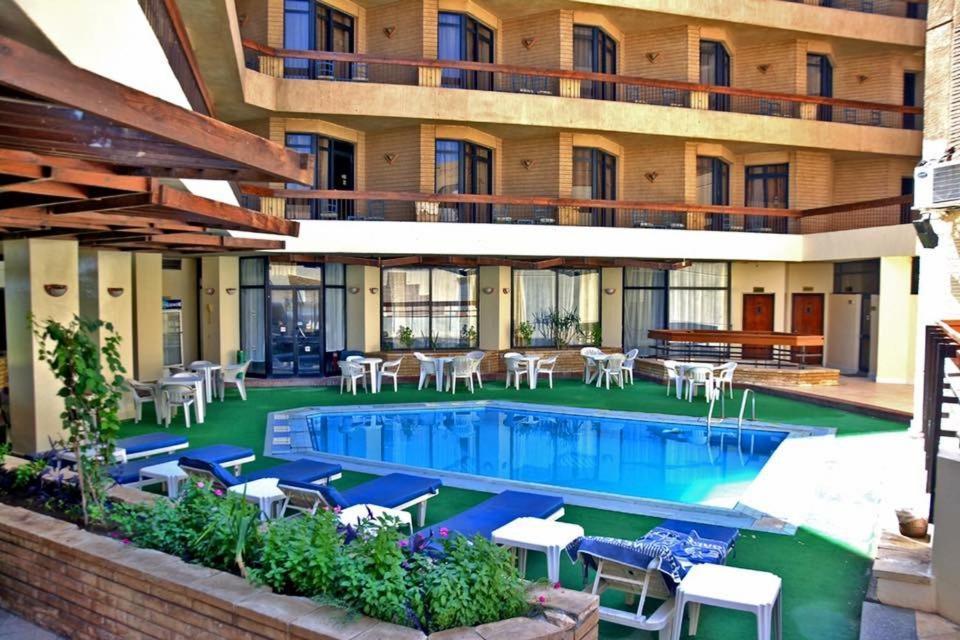 المسبح في فندق قديس أو بالجوار