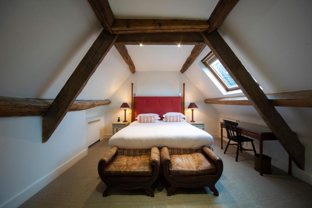 "A bed or beds in a room at Cotswold House Hotel and Spa - ""A Bespoke Hotel"""