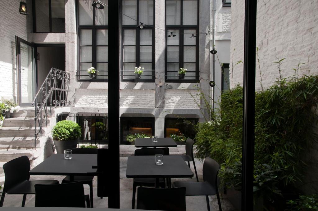 Een restaurant of ander eetgelegenheid bij Hotel Neuvice