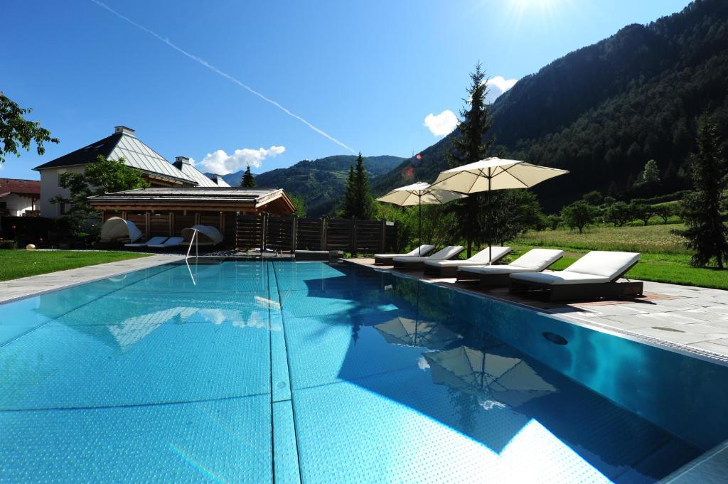 Bazén v ubytování Hotel Riederhof nebo v jeho okolí