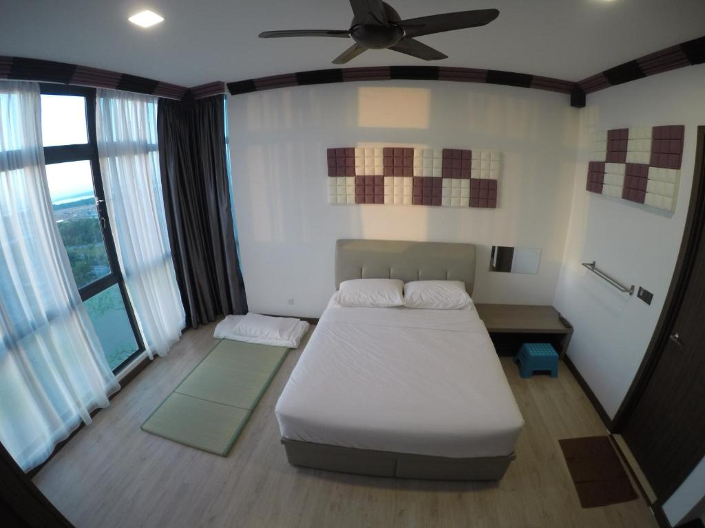 A bed or beds in a room at Green Haven Homestay