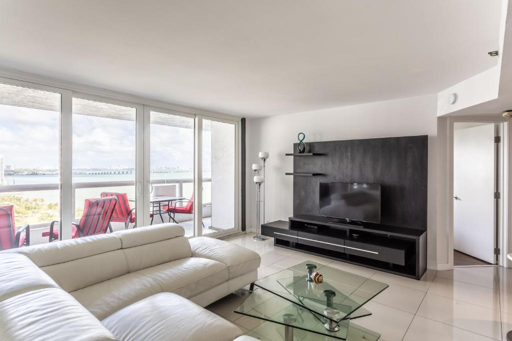 2 Bedroom Pearl in Downtown Miami