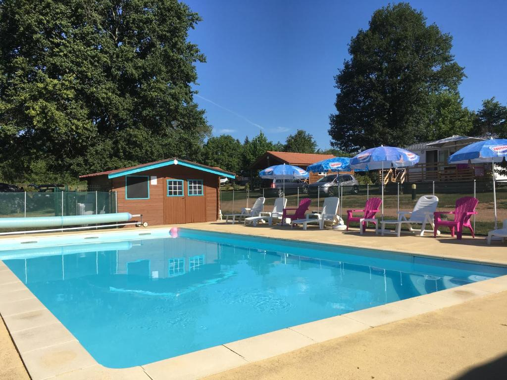The swimming pool at or near Camping Des Papillons