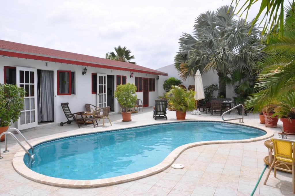 The swimming pool at or near Aruba Harmony Apartments