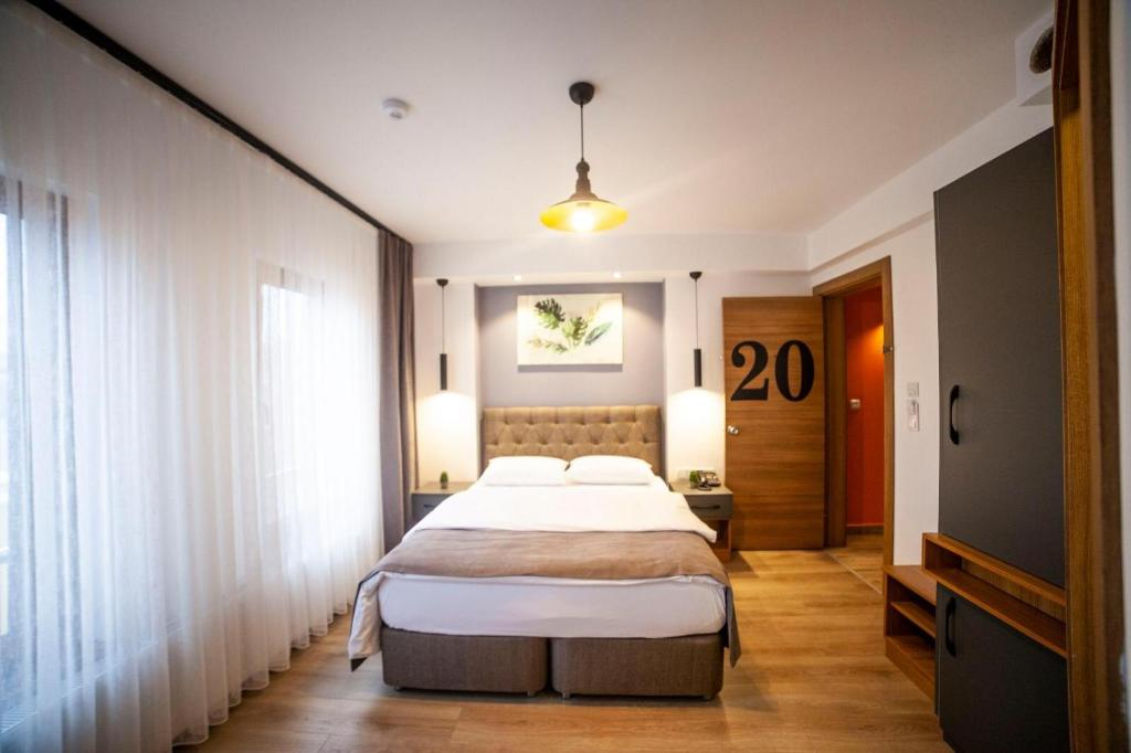 A bed or beds in a room at Set Özer Hotel