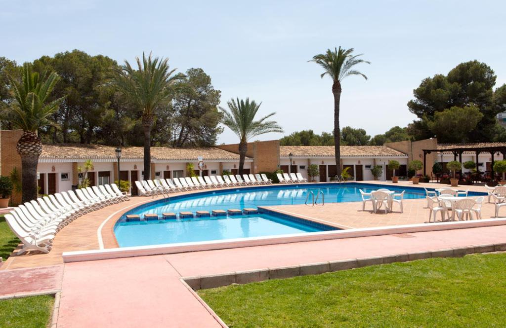 The swimming pool at or near Hotel Montepiedra