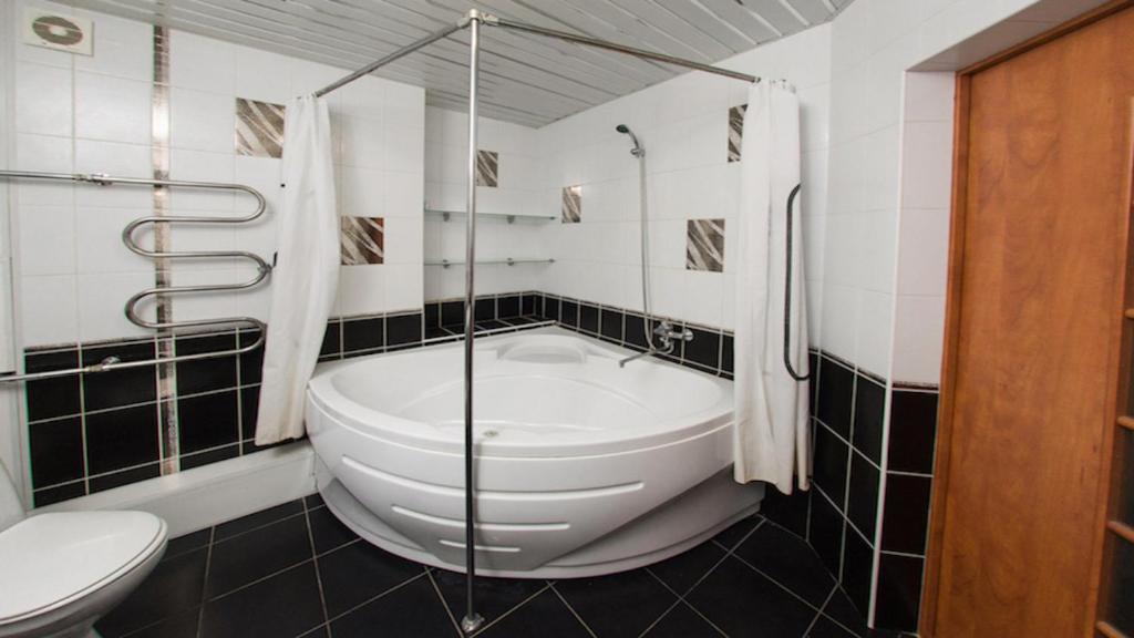 Ванная комната в City Center Apartment Чкалова 59