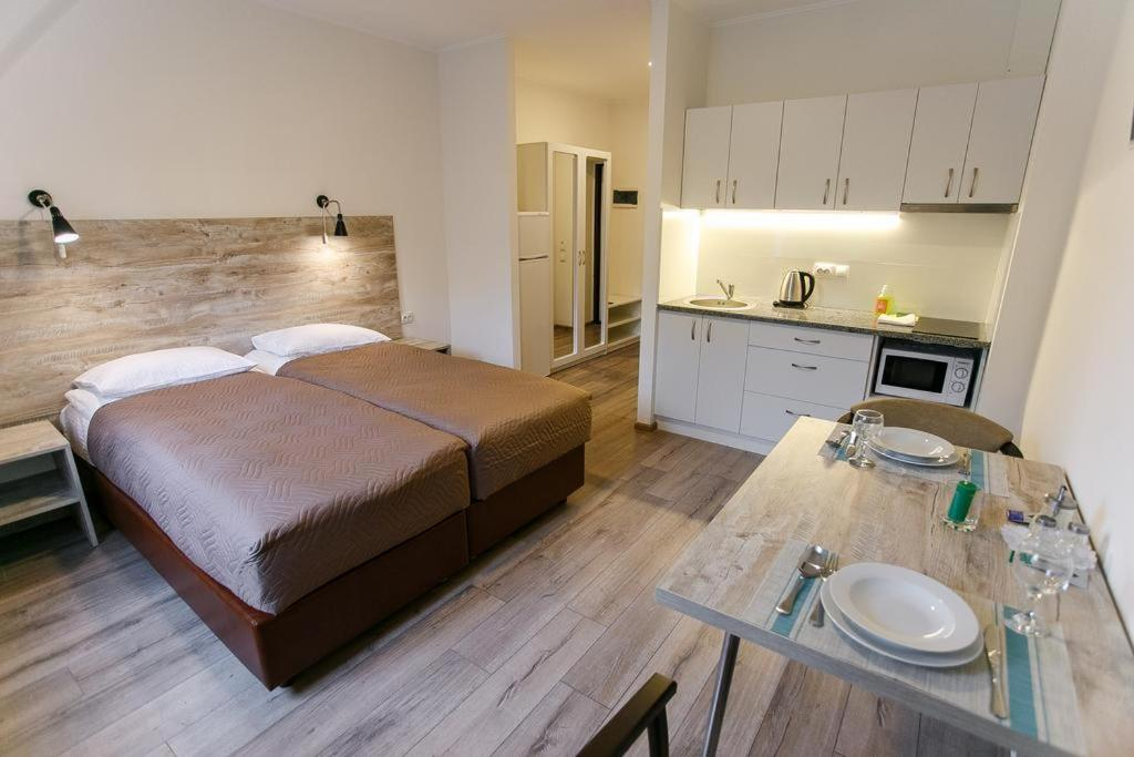 Кухня або міні-кухня у Smart Apart