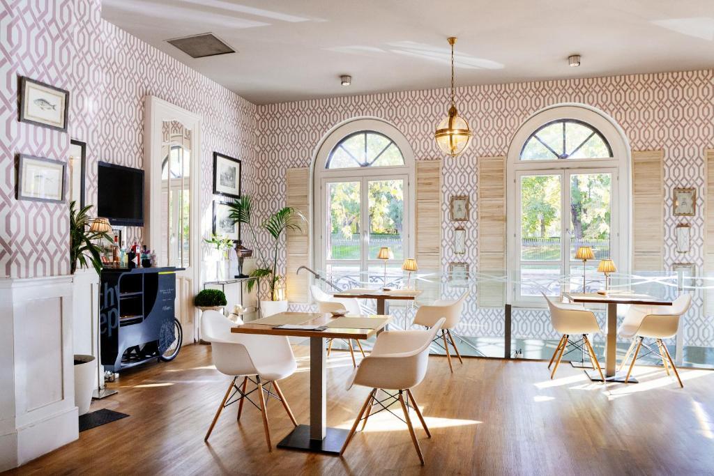 En restaurang eller annat matställe på Petit Palace Savoy Alfonso XII