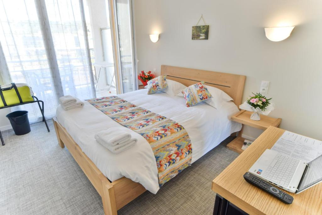 A bed or beds in a room at Hotel Sables D'or