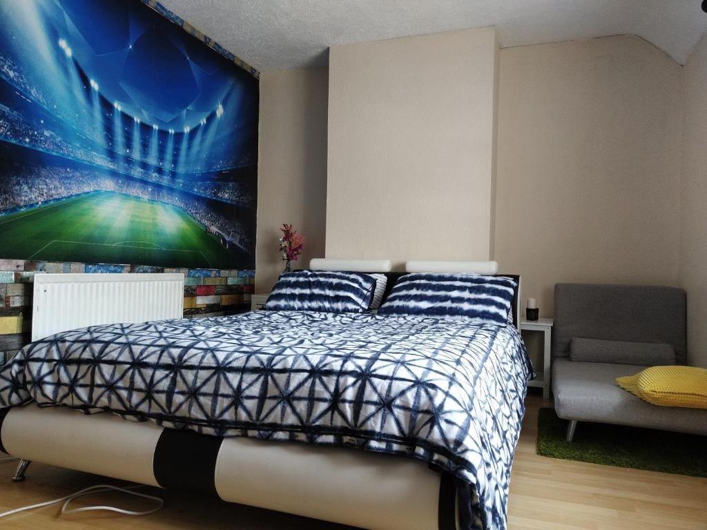 A bed or beds in a room at Merton Road