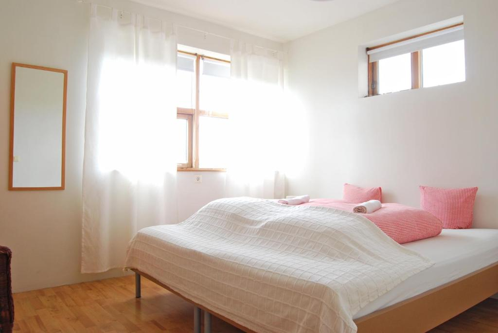 A bed or beds in a room at Guesthouse Vestri-Gardsauki