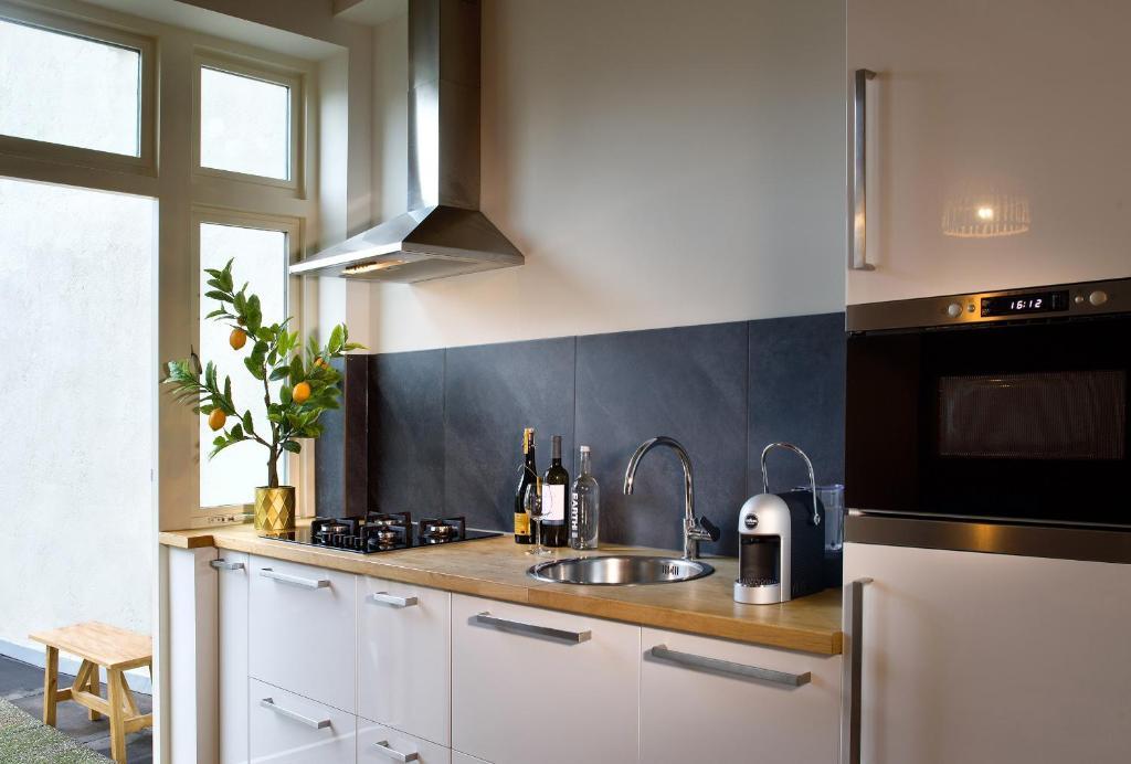 A kitchen or kitchenette at Haarlem Hotel Suites