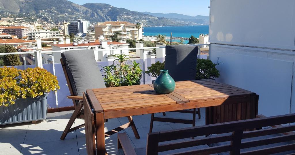 Chez Lola, appartement à la plage, à Roquebrune-Cap Martin