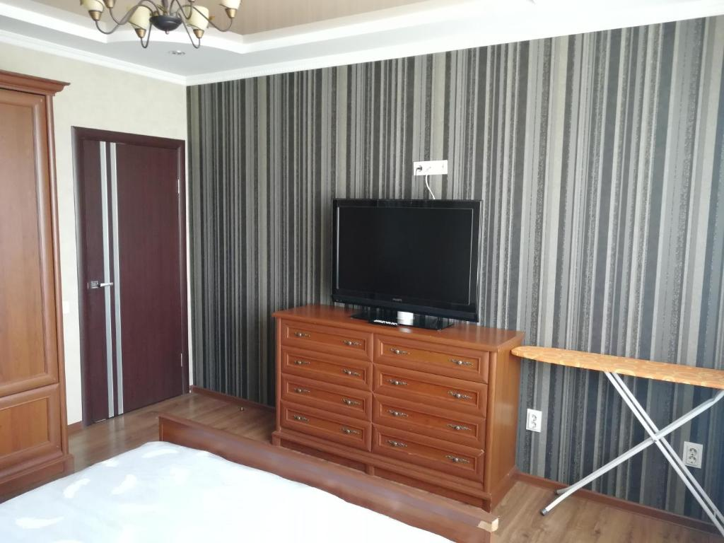 A television and/or entertainment center at Daily rent Apartments 4