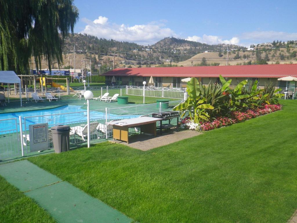A view of the pool at Okanagan Seasons Resort or nearby