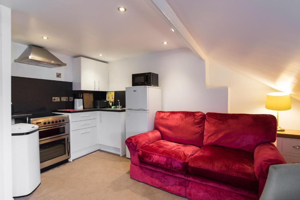 A kitchen or kitchenette at No 47 Marine Terrace