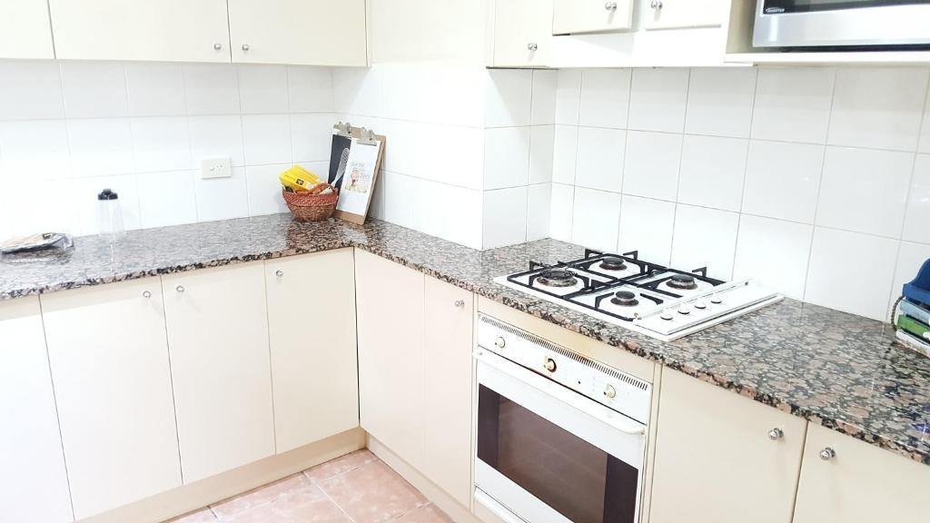 A kitchen or kitchenette at FURNISHED 2BR by HARBOURSIDE