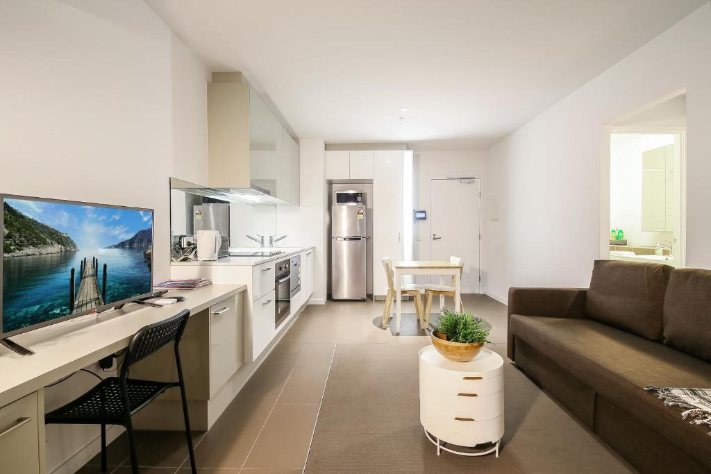 A kitchen or kitchenette at Homely on Spencer in Melbourne CBD