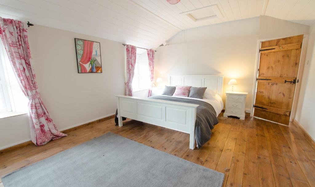 Berry Cottage Croyde | 4 Bedrooms / Sleeps 7-9 / Dog Friendly