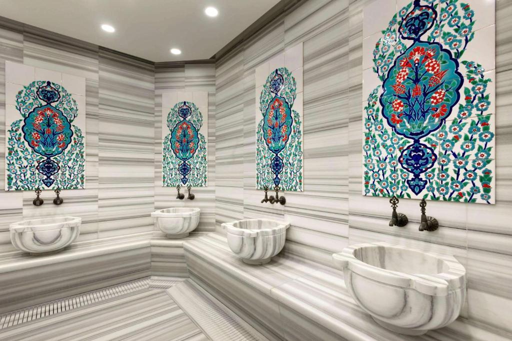 Ванная комната в Tryp by Wyndham Istanbul Taksim