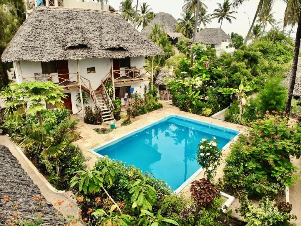 Piscine de l'établissement Miramont Retreat Zanzibar ou située à proximité