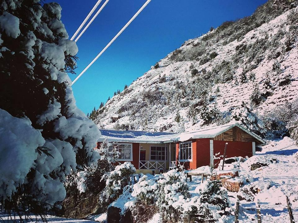 OurGuest Lachung Homestay during the winter