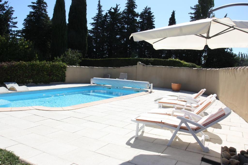 The swimming pool at or near Loft du moulin de Milan