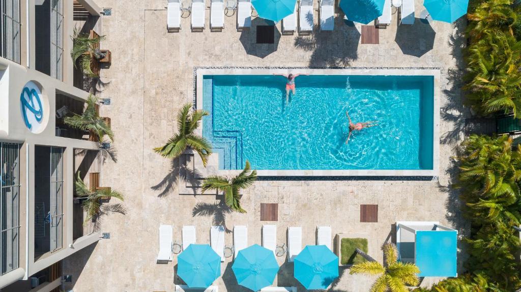 Uma vista da piscina em The Beach House ou nos arredores
