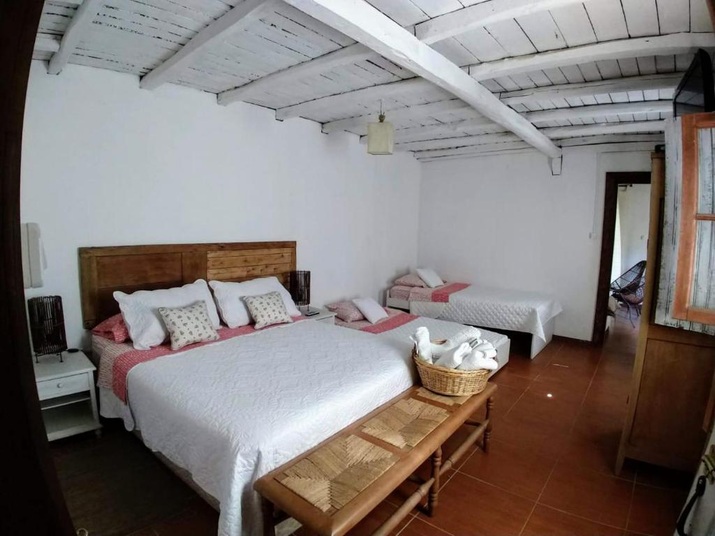 A bed or beds in a room at Agroturismo, Uva Dulce