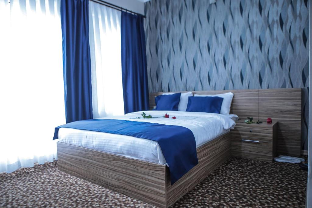 A bed or beds in a room at Aslan Home Apart