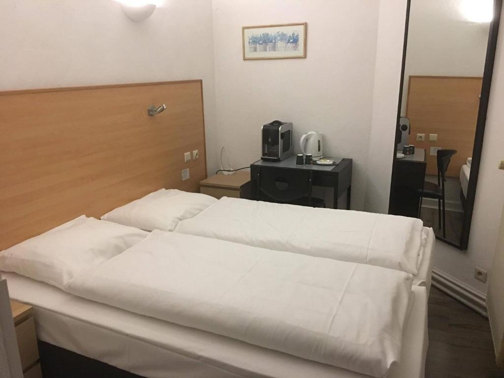 Ein Bett oder Betten in einem Zimmer der Unterkunft Parkhotel Villa des Effats Vielsalm