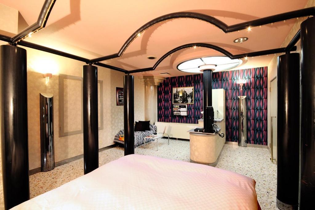 Tempat tidur dalam kamar di Otoboke Beaver Utopia Takayama (Adult Only)