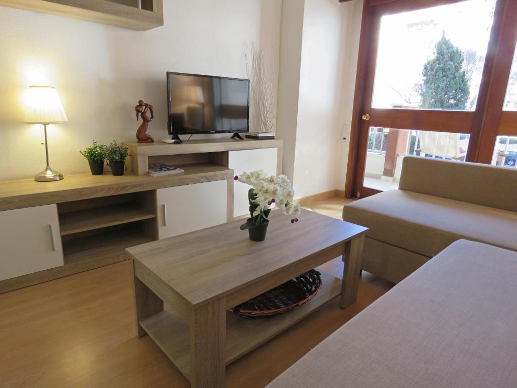 Una televisión o centro de entretenimiento en Alhambra Apartment