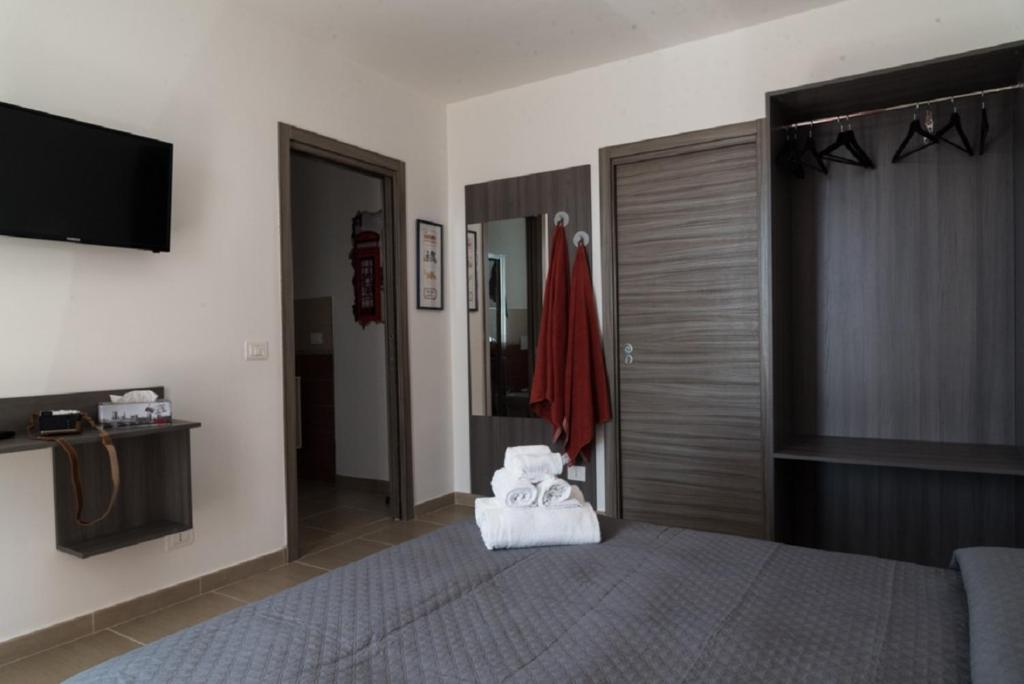 A bed or beds in a room at Coco'S Rooms