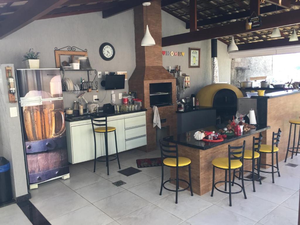 A kitchen or kitchenette at Maravilha na serra - próximo ao centro