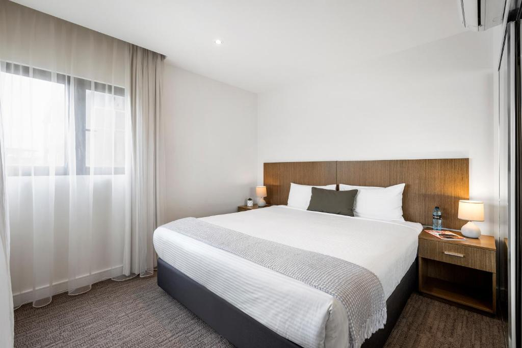A bed or beds in a room at Quest Ivanhoe