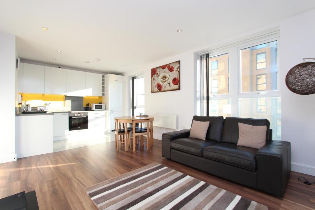 A seating area at Skylark House Luxury Apartments