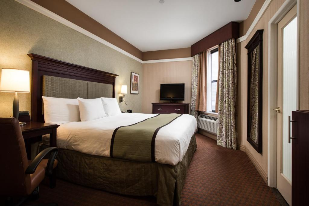 A bed or beds in a room at NYCASA 46 Hotel