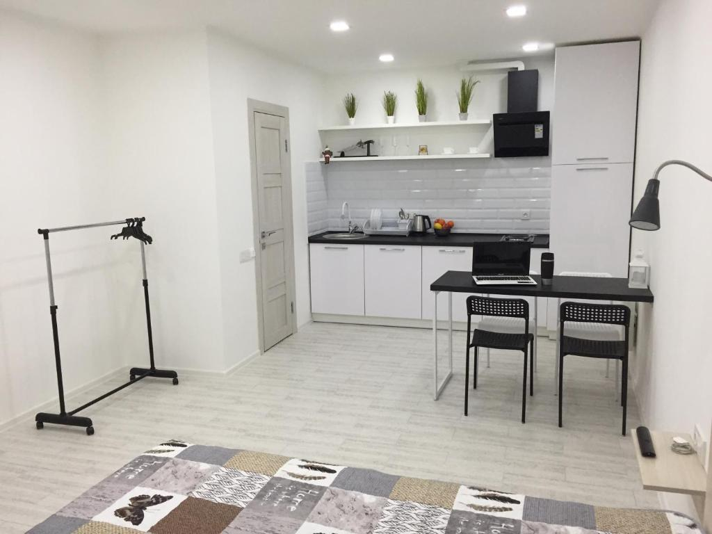 A kitchen or kitchenette at Cozy apartment at the center 2