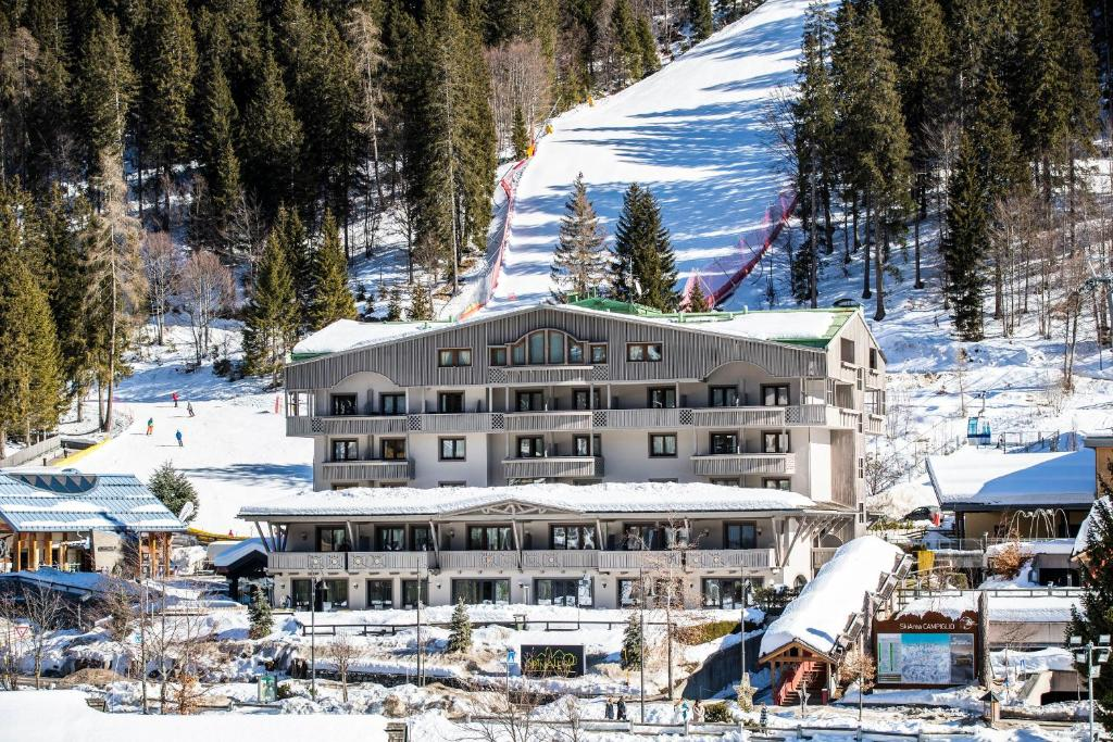 Hotel Spinale during the winter
