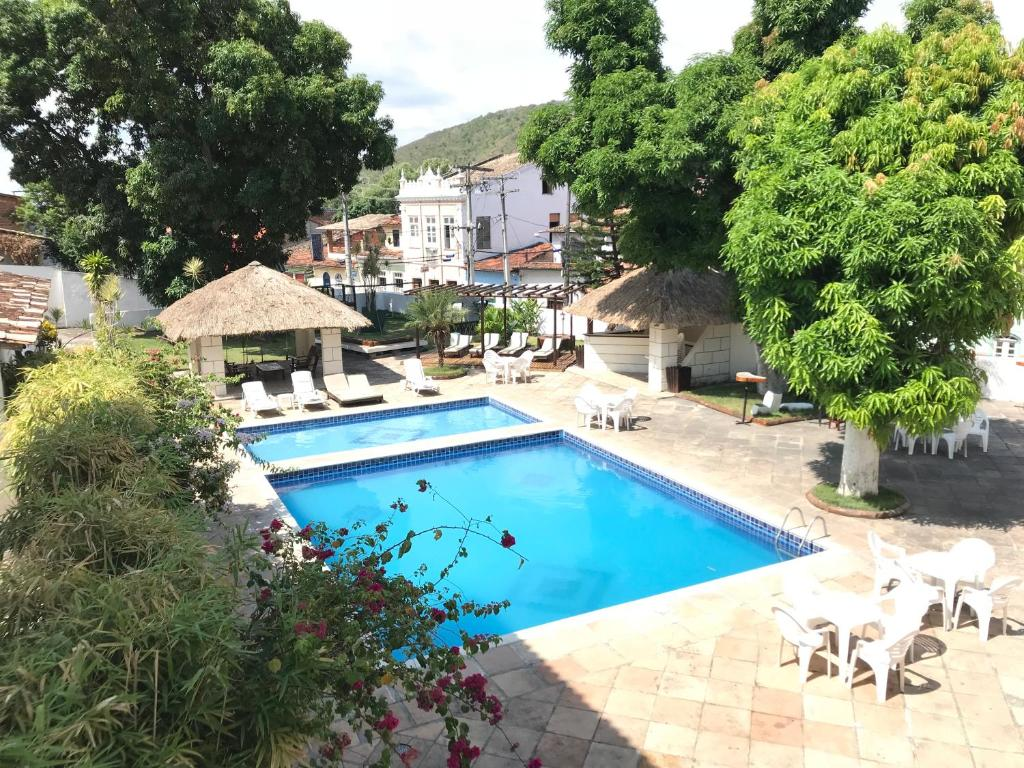 A view of the pool at Pousada Convento do Carmo or nearby