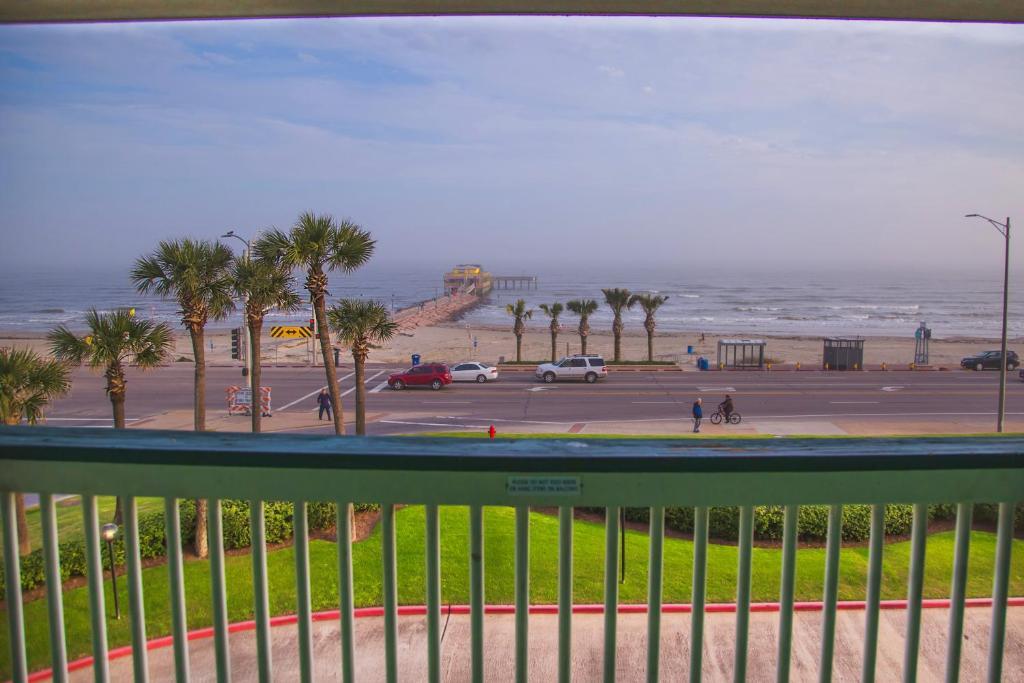 Book now - Beach Open! #303- Sandy Sea Shores Solace