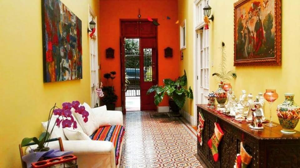 Un restaurant u otro lugar para comer en Residencial Miraflores B&B