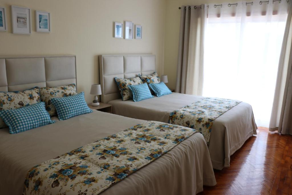 A bed or beds in a room at Aloha Nazaré