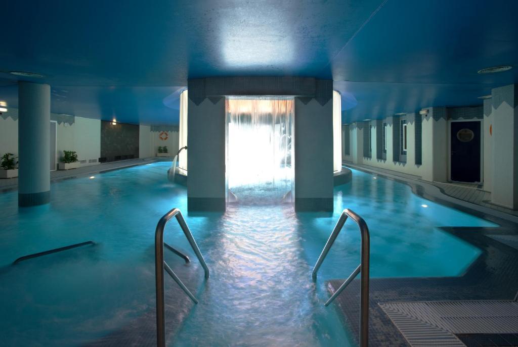 The swimming pool at or near Hotel SPA TermaEuropa Balneario Arnedillo