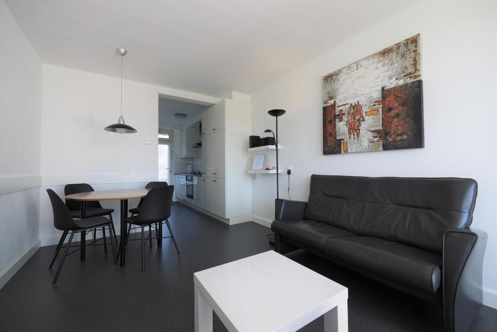 Een zitgedeelte bij KURHAUS Appartement 3 Zoutelande