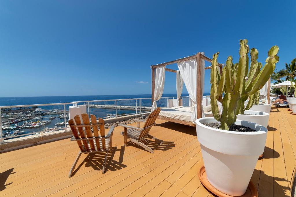 A balcony or terrace at Marina Bayview Gran Canaria - Adults Only