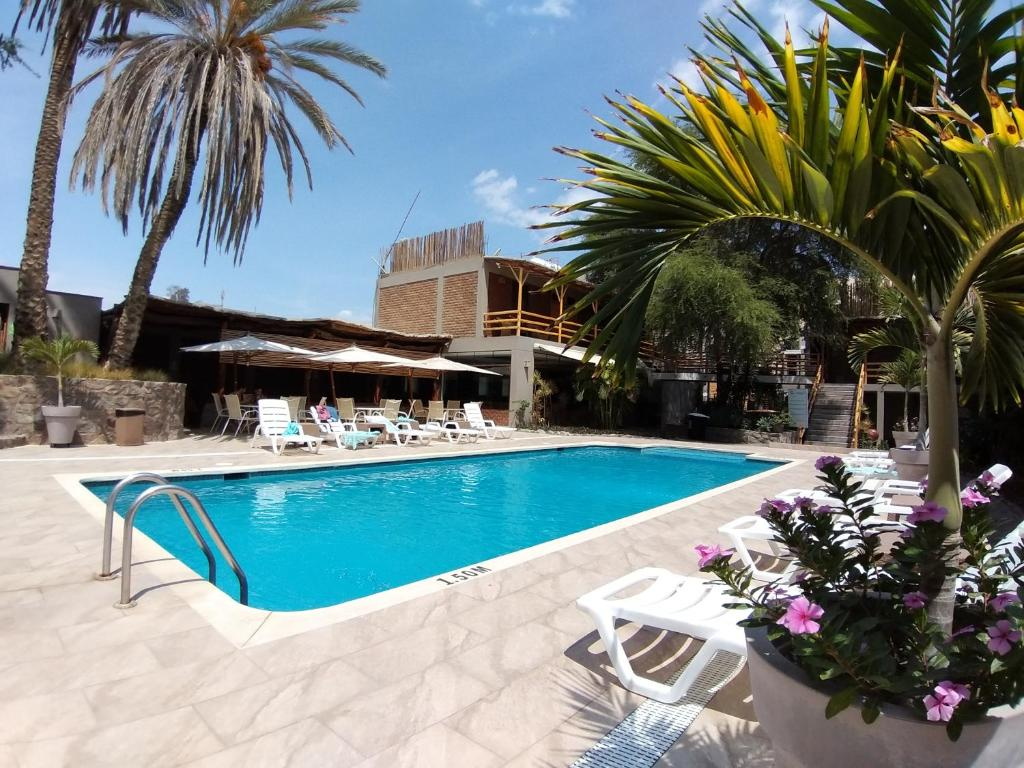 The swimming pool at or close to Hotel El Huacachinero